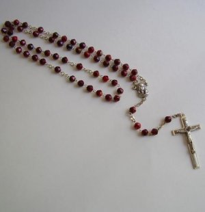 RED/BLACK ROSARY RS141