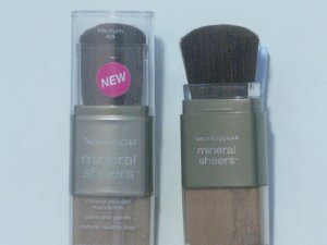 Neutrogena Mineral Sheers Powder Foundation (Medium) - #45