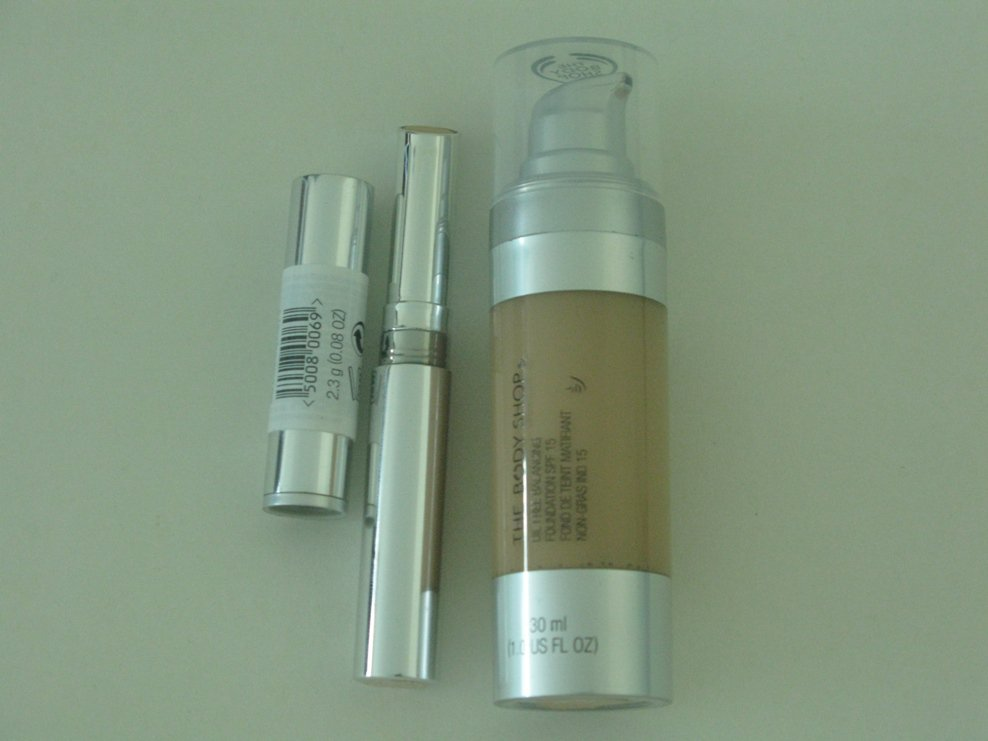 2 Pieces The Body Shop Discount Cosmetic Set ( Set # 7 )