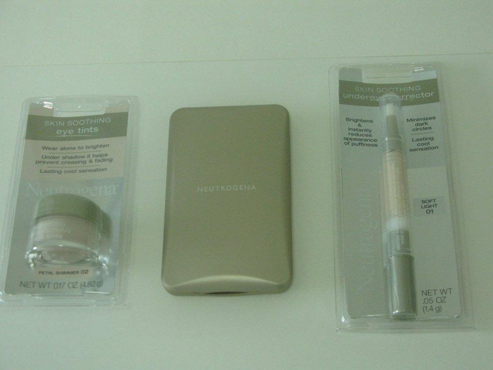 3 Pieces Neutrogena Discount Cosmetic Set ( Set # 8 )