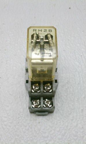Idec RH2B-U Relay 120/240 VAC 30 VDC 10/7.5/7 Amp 1/6,1/3 HP  w/ Base SH2B-05