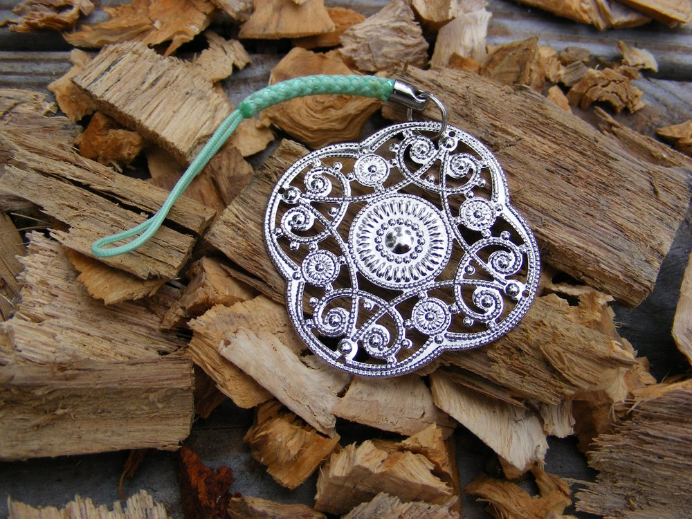 Handcrafted Zipper Pull Geocaching SWAG - Filigree Design
