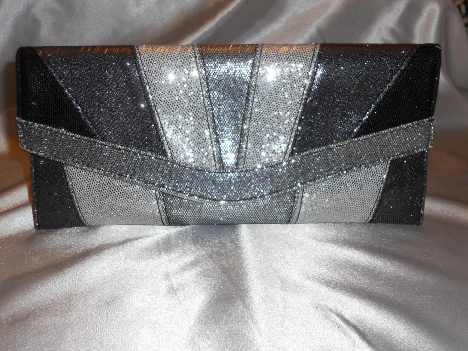 SILVER AND PEWTER TONE GLITTERY CLUTCH EVENING BAG