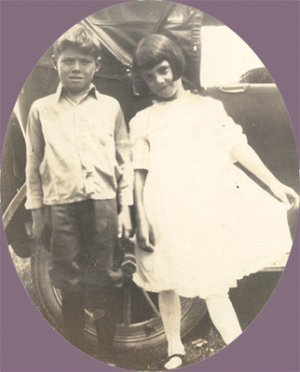 Vintage Photo 1923 CHILDREN Early Car GIRL WITH BOB