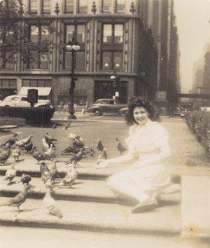 Vintage Photo MICHIGAN AVE Chicago IL 1944 FEEDING BIRD