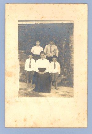 ANTIQUE Vintage PHOTO BAREFOOT FAMILY Dandgrige