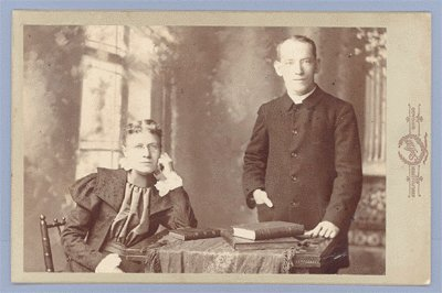 Vintage Photo COUPLE Books CABINET CARD Chicago