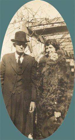 Vintage Photo 1920s/1930s Man BOWLER HAT Woman BIG FUR