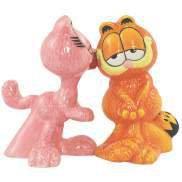 Arlene Cat Kissing Garfield Cat Salt and Pepper