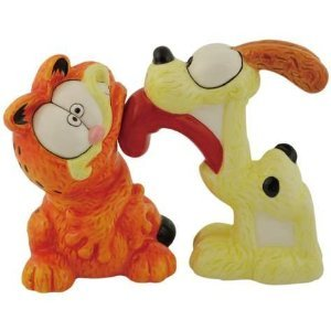 Odie Dog Licking Garfield CAT Salt and Pepper