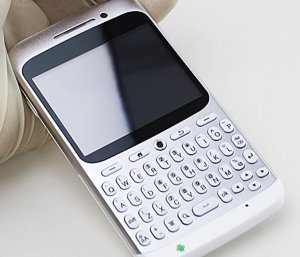 JP08AQ QWERTY keyboard android phone with WIFI quad band unlocked phones