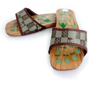Wood Foot Care Slipper with Acupressure Stones (Brown)