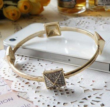 vintage Style Vogue Inlay Rhinestone Gold PUNK The Metal Rivets Bracelet