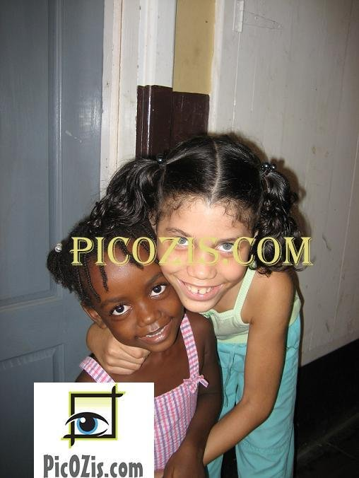 """VPE002201109 - Kids in the Carribeans - 20x25cm (8x10"""")"""