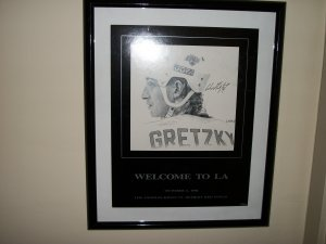 "Wayne Gretzky autographed 16 by 20 ""Welcome to LA"" poster drawing"