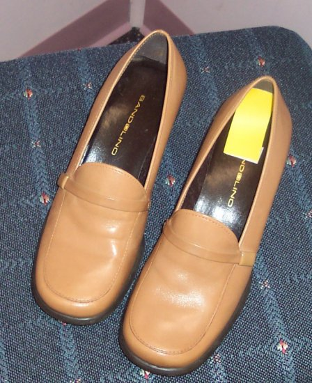 Bandolino Camel Colored Loafers Size 7 M Leather Upper 173-49 Once Is Never Enough