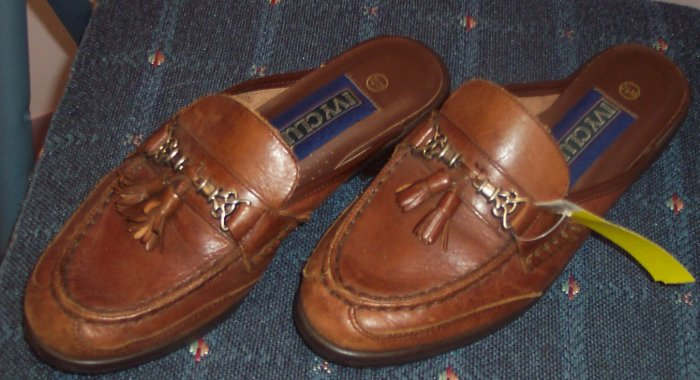 Ivy Club Mules Leather Caramel Size 7.5M  101-29 location88