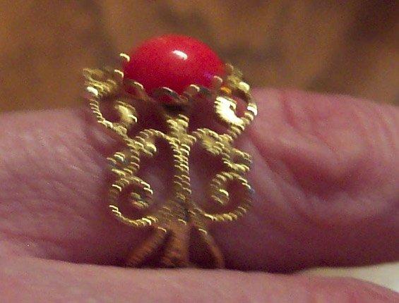 Vintage Size 6 Costume Jewelry Goldtone Ring Filagree Awesome Orange Cabachon 101-2368