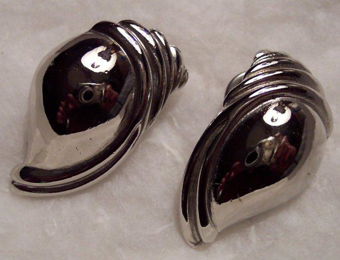 Vintage Silvertone Pierced Shell Earrings 101-0014ear Costume Jewelry