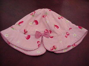 Sweet Baby's Bonnet Hat Strawberries Cherries Red Plaid Trim Size 12 Months Infant location11