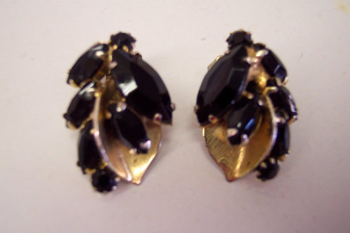 Stunning Weiss Jet Glass and Gold Vermeil Vintage Clip On Earrings 101-452