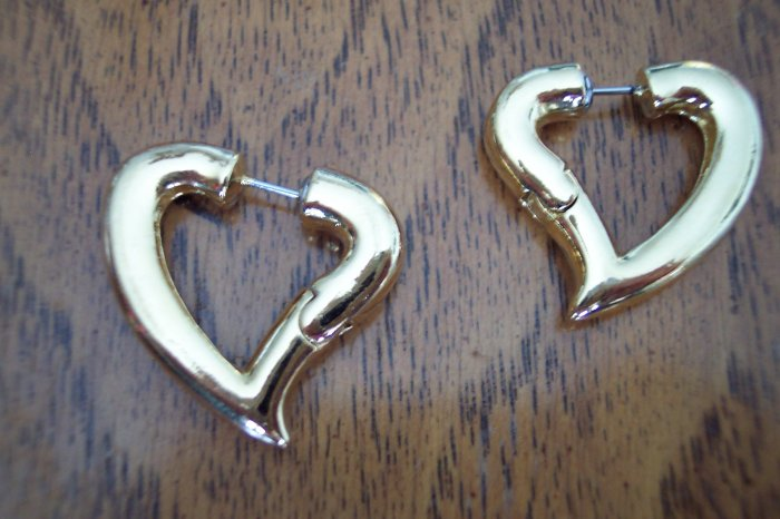 Vintage Pierced Goldtone Heart Earrings 101-3827