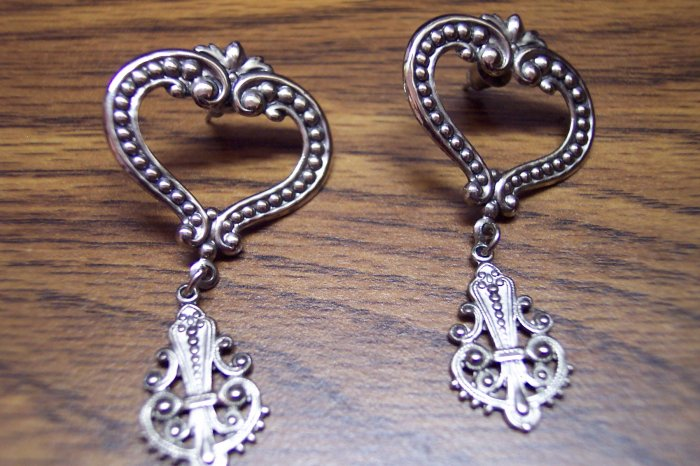 Funky Retro Vintage Pierced Silvertone Earrings 680-61