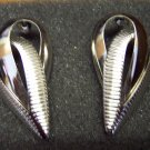 Vintage Brushed Silvertone Abstract Shape PIERCED EARRINGS 101-008ear locationD1