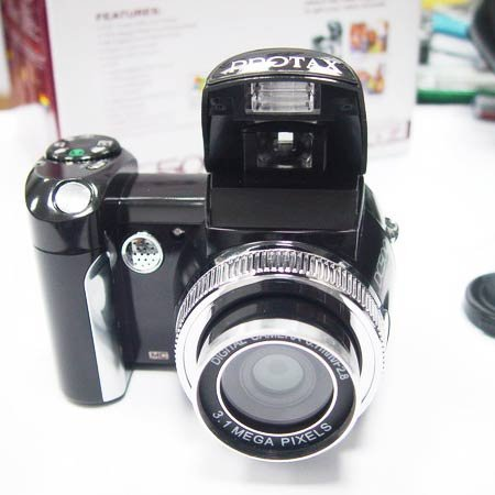 (2)10.0 Mega Pixel PROTAX 2.0 inch LCD Wide-angle Digital Cameras