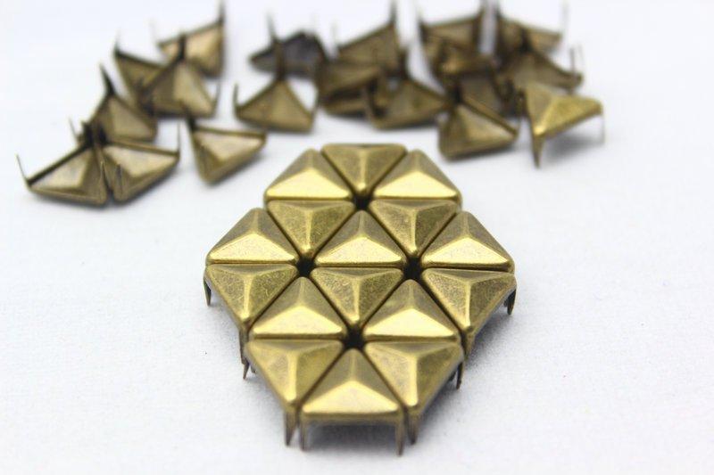 100 10mm Antique Brass Triangle Studs DIY Studs Metal Studs Craft Studs Spike (BT10)