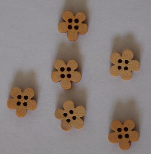 6 pcs wood buttons