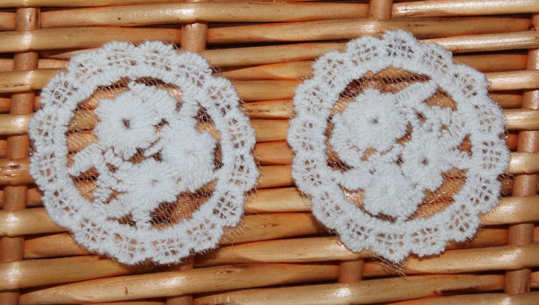 """Beautiful Embroidered Patch Flowers Appliques 2 pcs 1.7"""" Fast Shipping"""