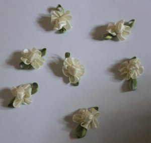 Ivory Fabric Flowers Appliques Patches 7 pcs Fast Shipping