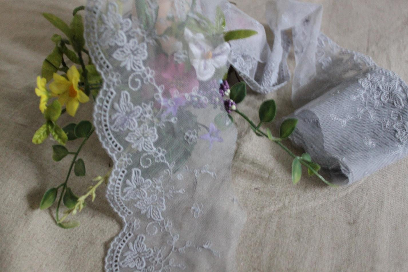 "Fabulous Lace Trim Embroidered Floral 3.54"" Wide 1.31 yds Fast Shipping"