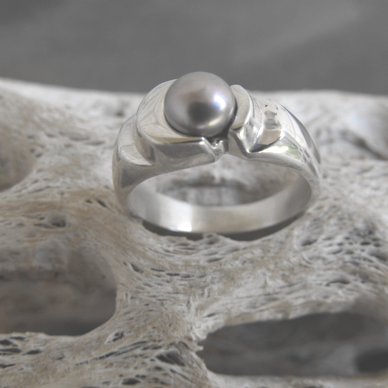 Sterling Silver And Fresh Water Pearl Ring (sz.6½)