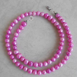 Freshwater Pearl Necklace (Fuchsia)