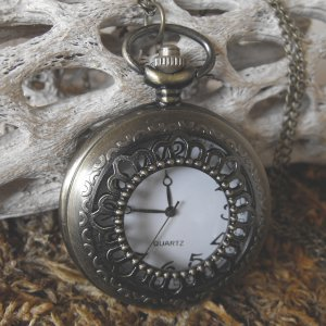Large Antique Pattern Style Pocketb Watch With Chain