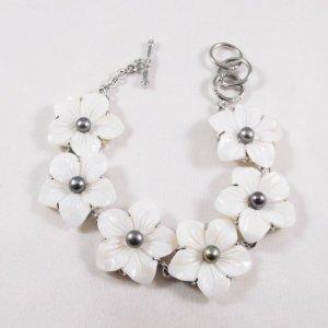 White Seashell Flower Carved Bracelet