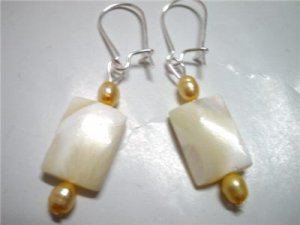 Woman Jewelry Freshwater pearl mother of pearl earring