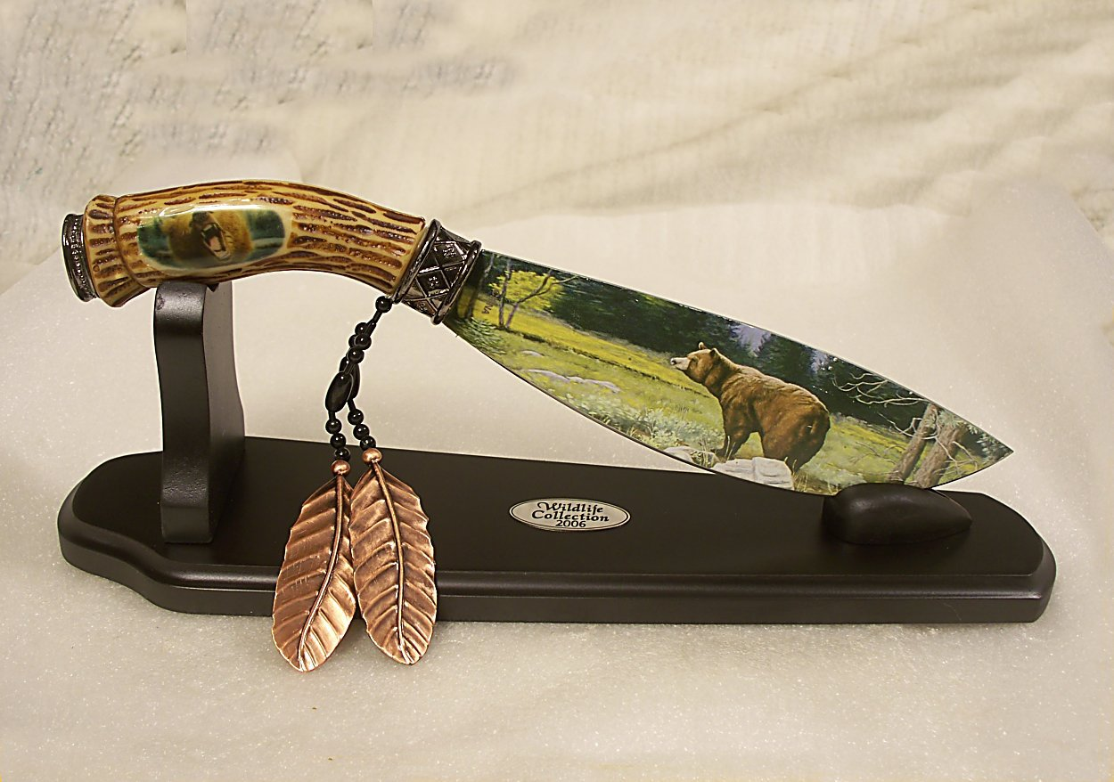 Bear Bowie Knife Wt. Deluxe Stand