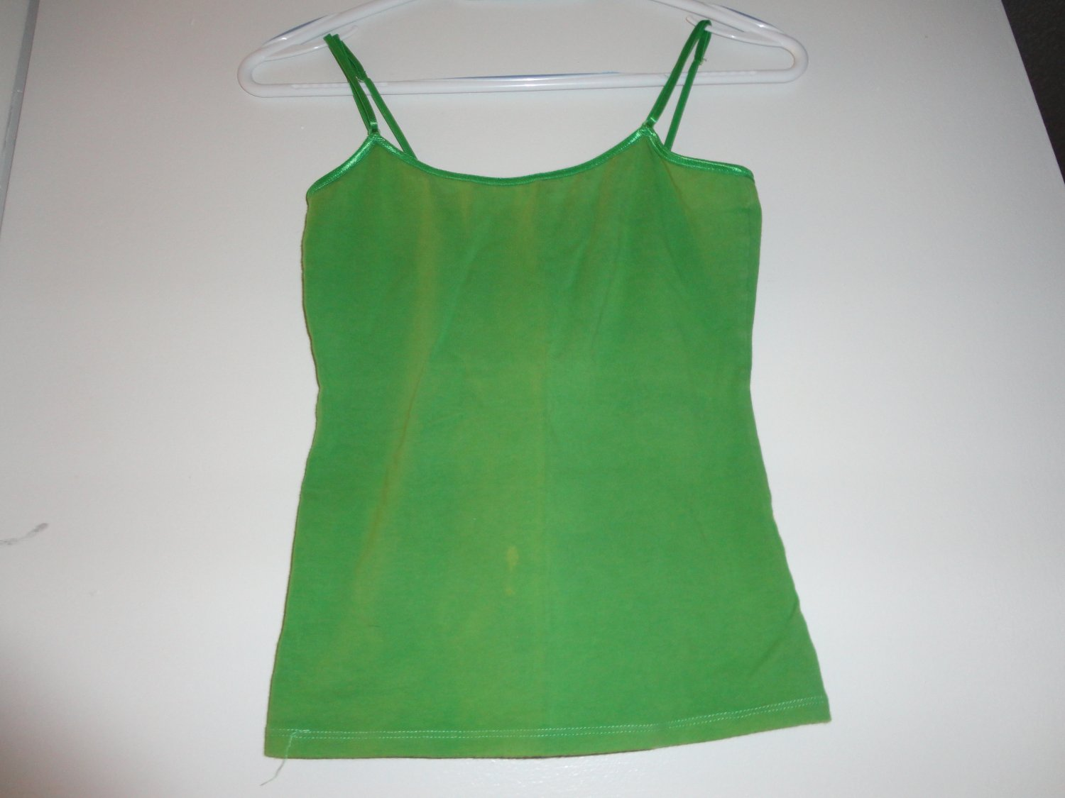 ZENANA OUTFITTERS LIGHT GREEN SPAGHETTI STRAP SHIRT SIZE: SMALL