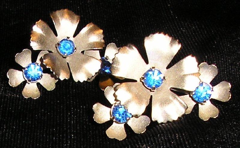 Lovely Vintage Blue Rhinestone Earrings Silver & Blue