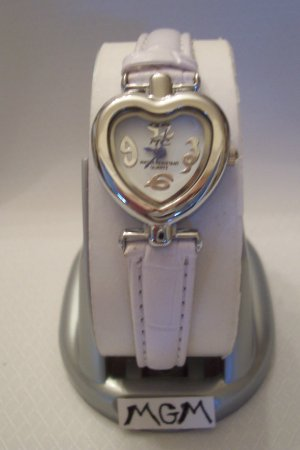 Women watch heart w/white leather bracelet
