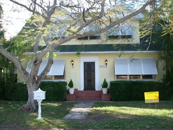 4 Bedroom House - 2 Story British Colonial/W - Swimming Pool