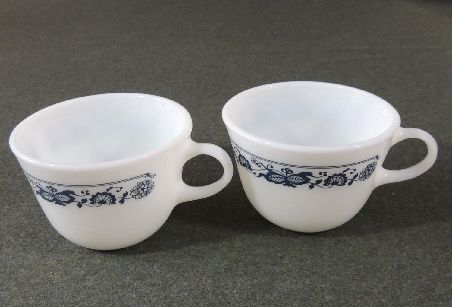 PYREX CORNING OLD TOWN BLUE ONION 3 MUGS