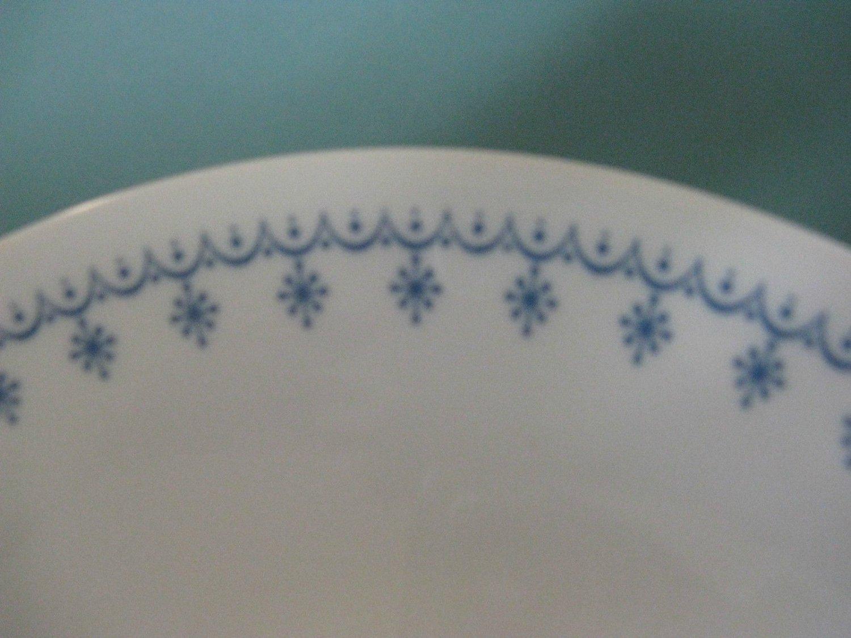 CORELLE LIVINGWARE BLUE GARLAND SNOWFLAKE PLATE