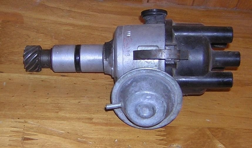 DISTRIBUTOR WITH CAP AND ROTOR - PART NUMBER 0 237 002 049 JGFU 4