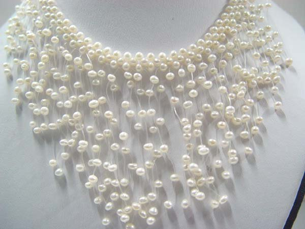 "exquisite 15"""" white pearl necklace"