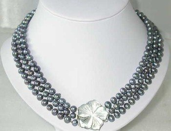 "Lustrous 17""""-18"""" 3-rows peacock pearl shell clasp"