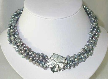 """Lustrous 17"""""""" 6-7mm gray pearl shell clasp"""